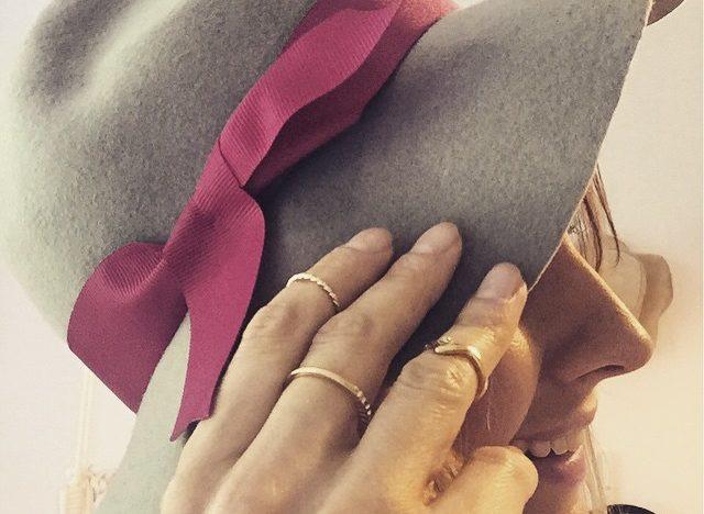 pierścionki i kapelusz