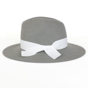kapelusz indy wiązany białą wstążką