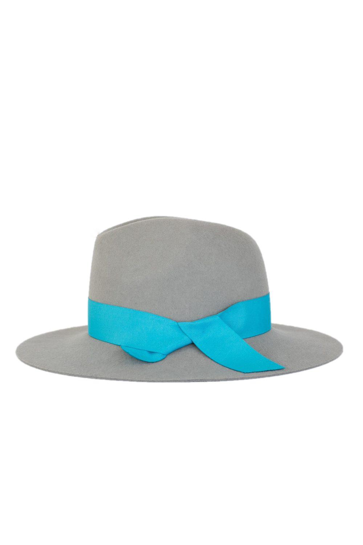 kapelusz indy wiązany niebieską wstążką