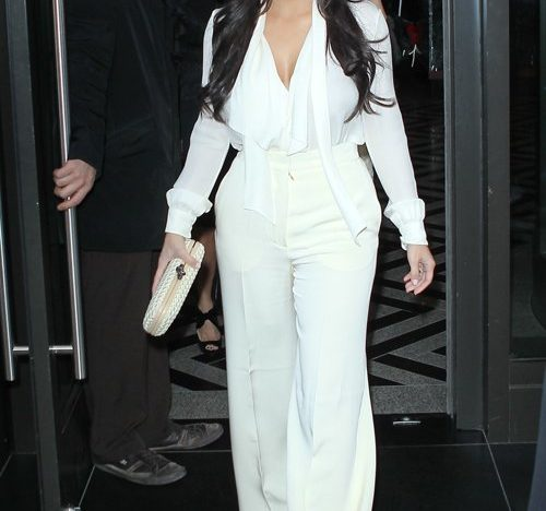 kim kardashian w białym kapeluszu