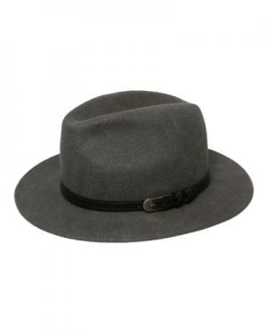 modny kapelusz fedora z paskiem