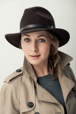 elegancki kapelusz fedora z paskiem 4