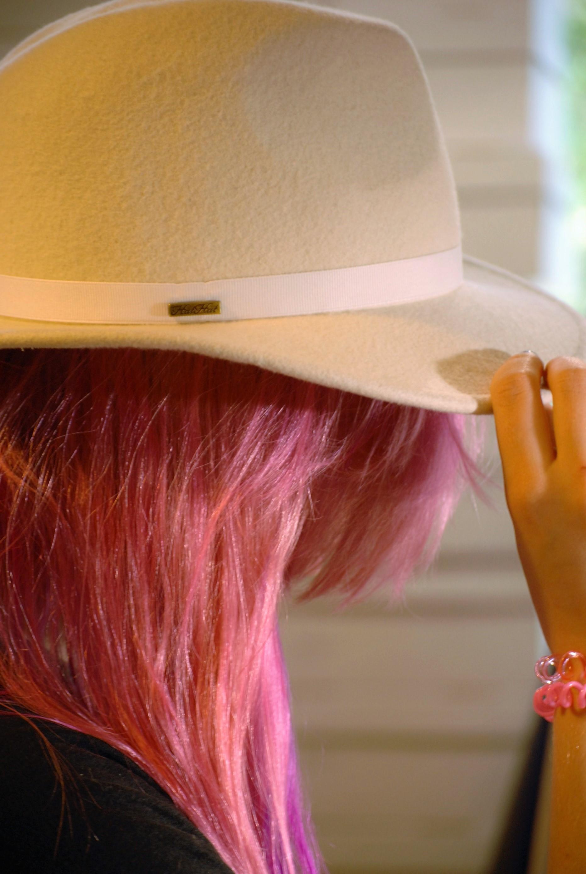 kapelusz do kolorowych włosów 2