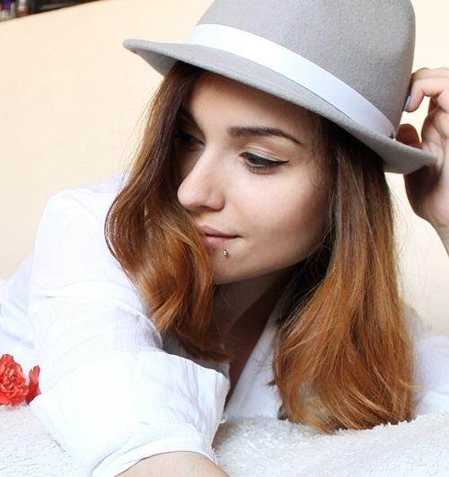 Iza lubieczern w kapeluszu