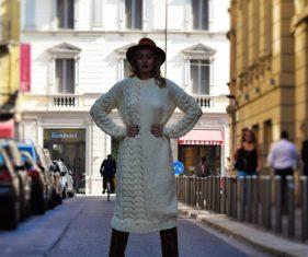 kapelusz urban style na sesji zdjęciowej