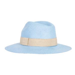 niebieski kapelusz na lato