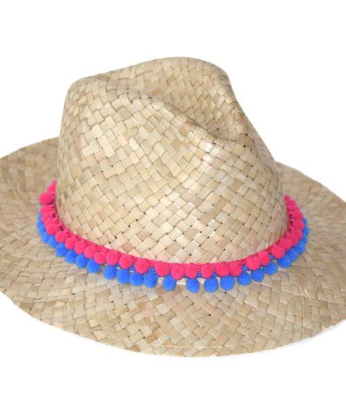 kapelusz boho na lato z koralikami różowymi i niebieskimi