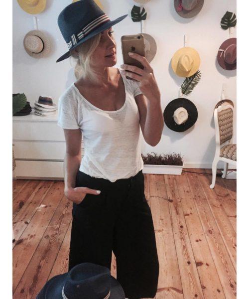 ciemny kapelusz saint tropez w salonie hathat